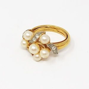 Vintage Avon Gold Tone Faux Pearl Cluster Ring